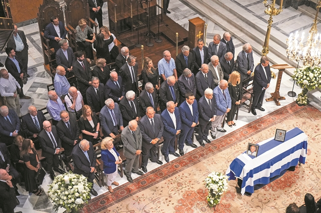 Τέσσερα κινήματα και μια κηδεία | tanea.gr