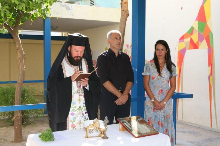Στην τελετή Αγιασμού σχολείων ο δήμαρχος Πειραιά Γιάννης Μώραλης | tanea.gr