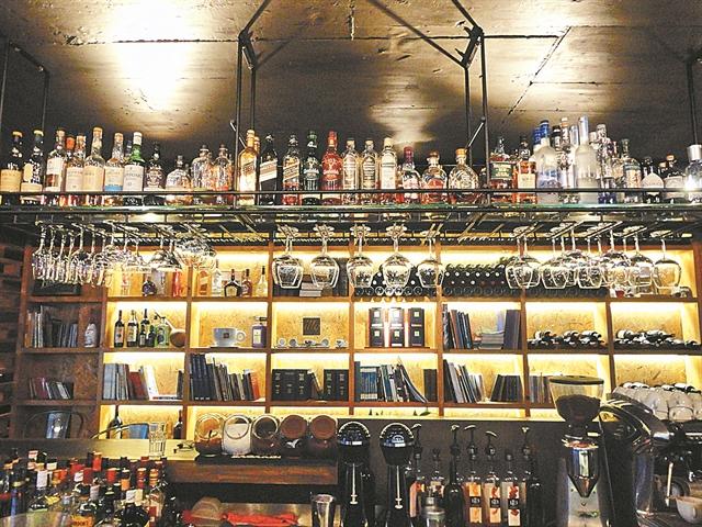 Musique Cafe and More, Αρριανού 37 & Αρχελάου | tanea.gr