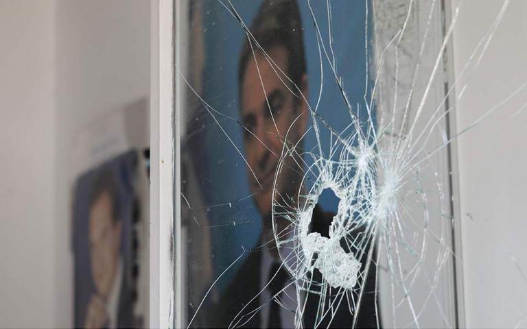 Ανάληψη ευθύνης για το μπαράζ επιθέσεων σε γραφεία της ΝΔ και τράπεζες   tanea.gr