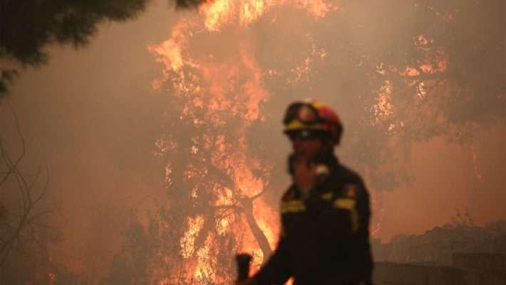 Φωτιά στο Λαύριο – Εντολή εκκένωσης σπιτιών | tanea.gr