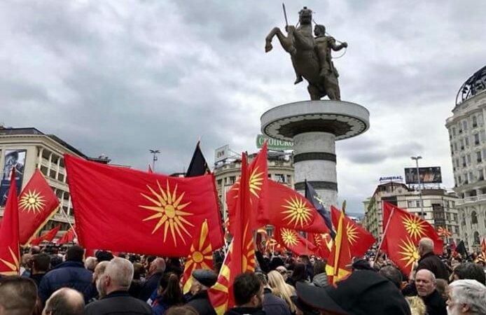 Αυστηρά διαβήματα της Αθήνας στα Σκόπια: «Σταματήστε να χρησιμοποιείτε τον Ήλιο της Βεργίνας» | tanea.gr