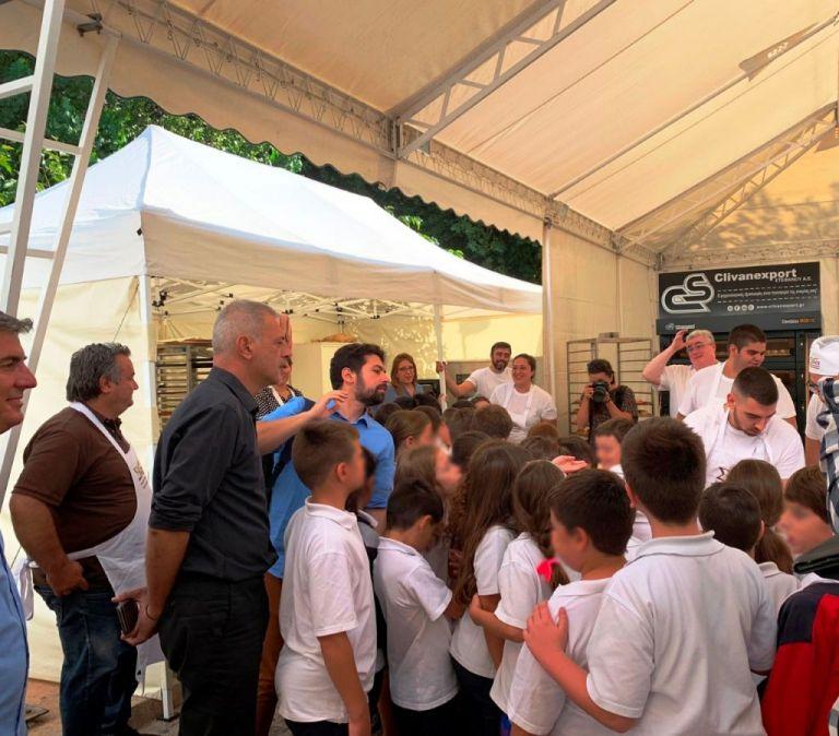 Στη Γιορτή Ψωμιού του Πειραιά ο Γιάννης Μώραλης   tanea.gr