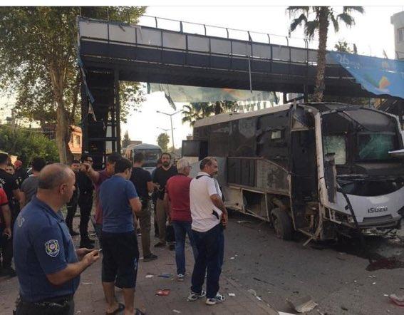 Τουρκία : Βομβιστική επίθεση σε λεωφορείο που μετέφερε αστυνομικούς   tanea.gr