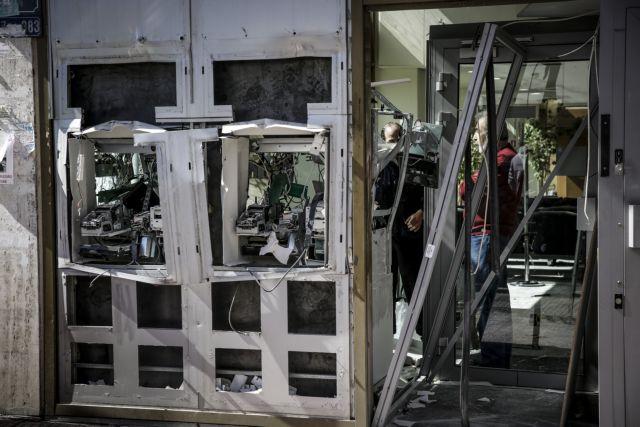 Μέγαρα : Ανατίναξαν ΑΤΜ και εφόρμησαν με όχημα στην ίδια τράπεζα | tanea.gr