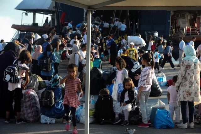 Στην ενδοχώρα μεταφέρονται 856 πρόσφυγες από Μυτιλήνη και Σάμο | tanea.gr