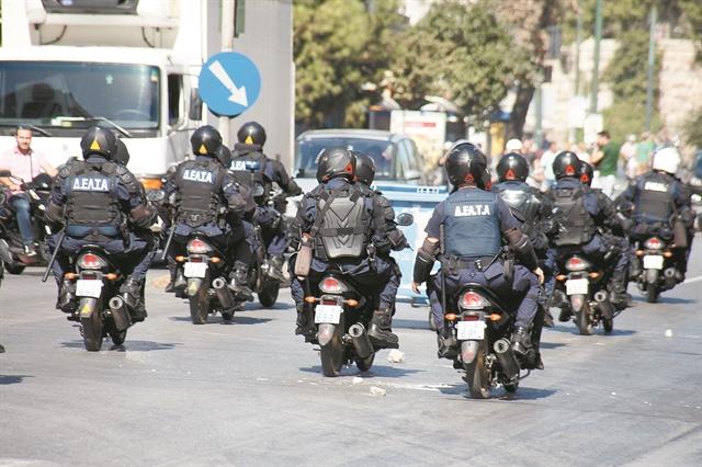 Εξάρχεια : Επιχείρηση κατά των ναρκωτικών με πέντε συλλήψεις | tanea.gr
