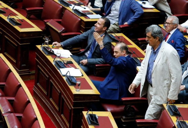 Εμφυλιοπολεμικές ασυναρτησίες Πολάκη για το θέμα των σημαιοφόρων   tanea.gr