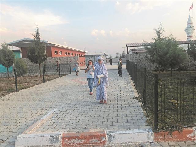 Παιδιά προσεύχονται να τελειώσει ο πόλεμος: «Να γυρίσουμε στα σπίτια μας»   tanea.gr