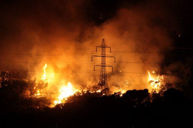 Μεγάλη φωτιά στο Πόρτο Ράφτη - Απομακρύνουν κόσμο από σπίτια | tanea.gr