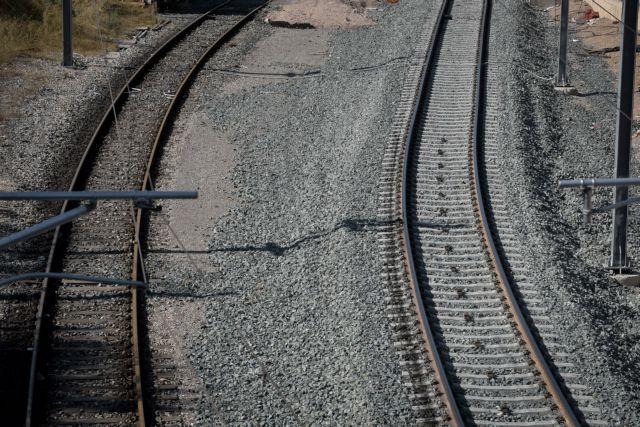 Στάσεις εργασίας και 24ωρη απεργία σε τρένα και Προαστιακό   tanea.gr