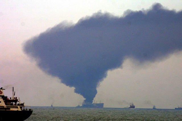 Πυρκαγιά ξέσπασε κατόπιν έκρηξης σε ιρανικό τάνκερ στο Ιράν | tanea.gr