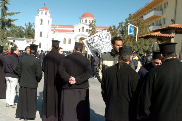 Σε αργία τέθηκε ιερέας που κατηγορείται για ασέλγεια ανηλίκου | tanea.gr