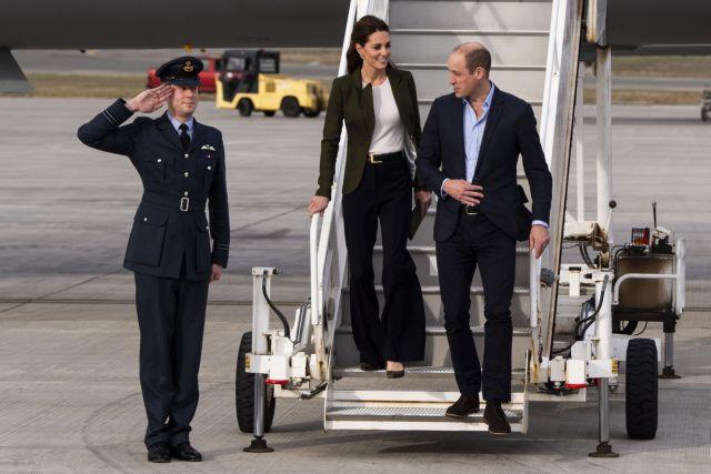 Βίντεο από την πτήση τρόμου του πρίγκιπα Ουίλιαμ και της Κέιτ | tanea.gr