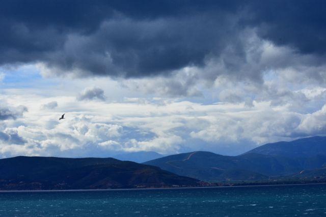 Καιρός : Ζέστη, βροχή αλλά και συννεφιά   tanea.gr