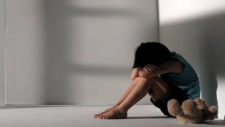 Φρίκη στη Μάνη : Απείλησαν την 12χρονη μητέρα και ιερέας | tanea.gr