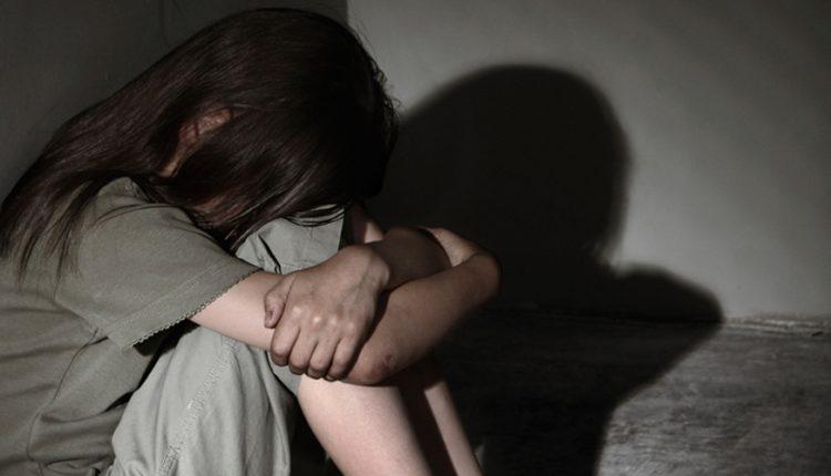 Κακοποίηση στη Μάνη : Η μαμά ήταν εκεί όταν ο ιερέας ασέλγησε πάνω μου | tanea.gr