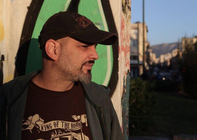 Ο Γιώργος Παλούμπης έχει «Αξύριστα πηγούνια» | tanea.gr
