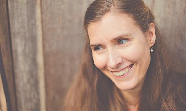 Ποιητικό βραβείο στη Βρετανή Φιόνα Μπένσον για  στίχους εμπνευσμένους από την ελληνική μυθολογία | tanea.gr