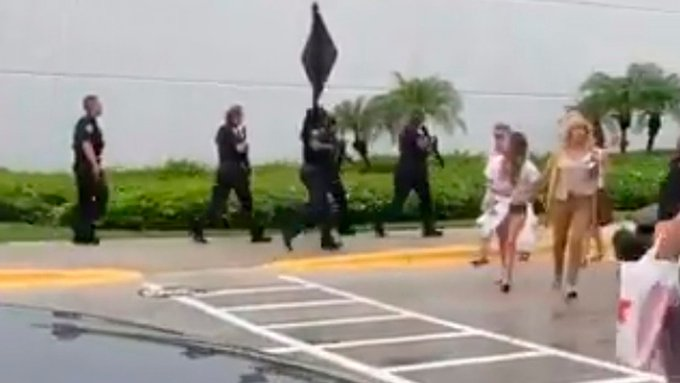 Συναγερμός στη Φλόριντα: Ένας τραυματίας από πυροβολισμό σε εμπορικό κέντρο | tanea.gr
