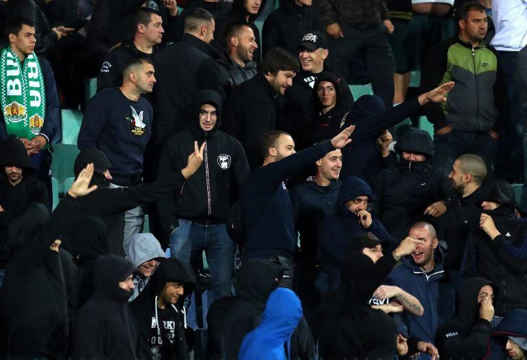 Αποτροπιασμός στις κερκίδες : Βούλγαροι οπαδοί χαιρετούν ναζιστικά | tanea.gr