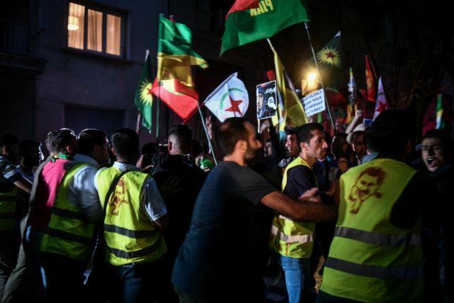 Μικροένταση σε πορεία Κούρδων στην Αθήνα – Επιχείρησαν να περάσουν τις κλούβες   tanea.gr