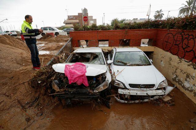 Ισπανία : Ενας νεκρός και τέσσερις αγνοούμενοι από πλημμύρες | tanea.gr