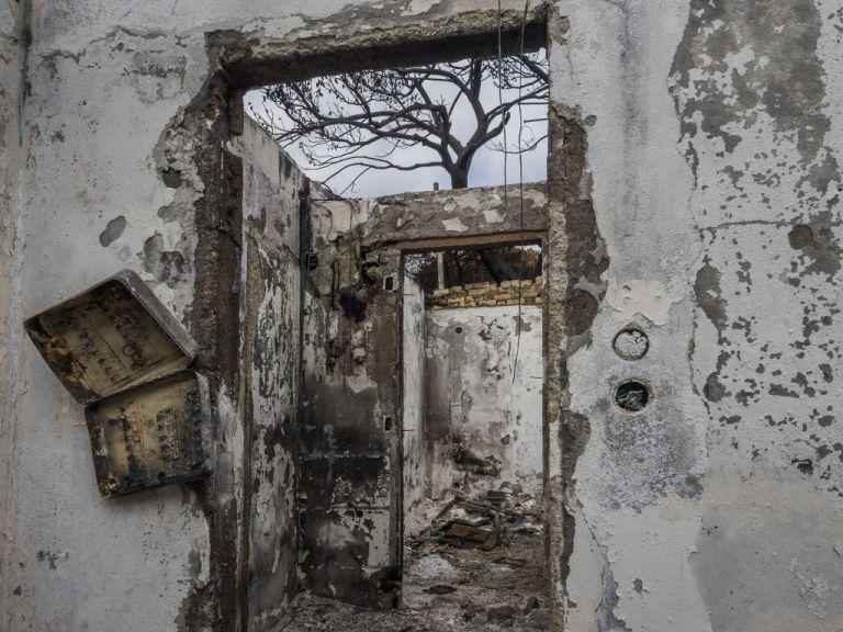 «23.07.2018»: Ο Βασίλης Βρεττός φωτογραφίζει το καμένο Μάτι | tanea.gr