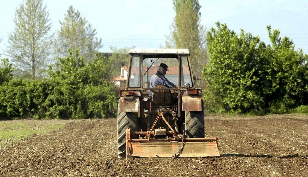 Ποιοι αγρότες μπορούν να πάρουν χαμηλότοκα δάνεια άνω των 10 ...