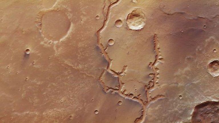 Νέες εντυπωσιακές φωτογραφίες από κοιλάδες του Άρη | tanea.gr