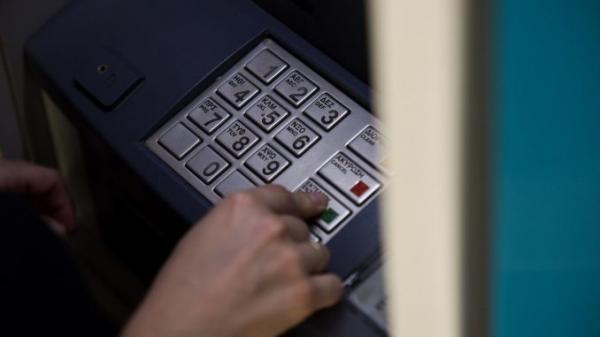 Ποιες χρεώσεις επαναξιολογούν οι τράπεζες   tanea.gr