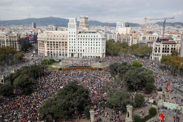 Καζάνι που βράζει η Καταλονία μετά τις ποινές για το δημοψήφισμα του 2017 | tanea.gr