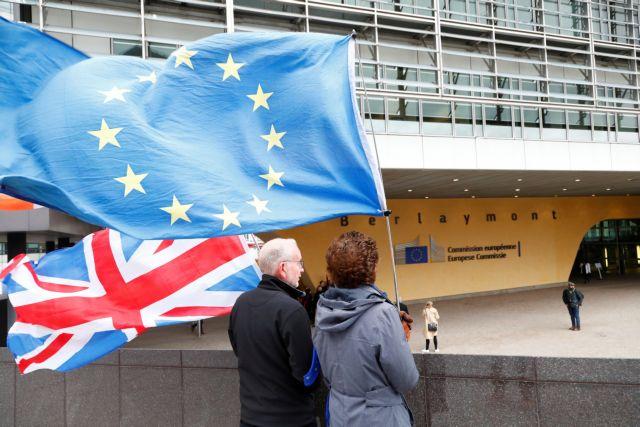 Κατέληξαν σε οριστική συμφωνία για το Brexit | tanea.gr