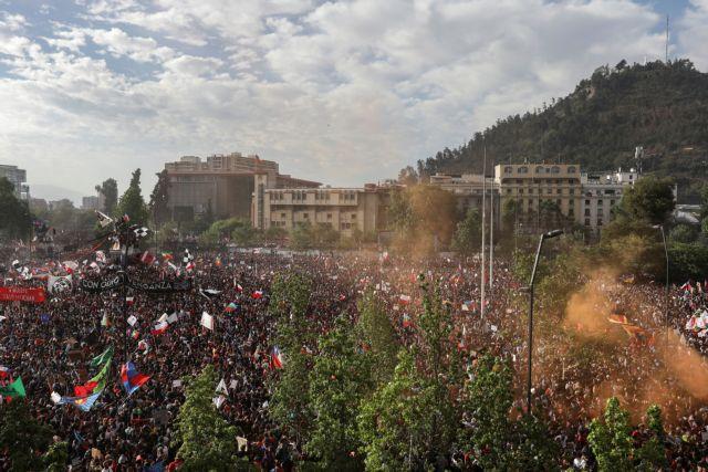 Χιλή : Πάνω από 1 εκατομμύριο διαδηλωτές στους δρόμους του Σαντιάγο | tanea.gr