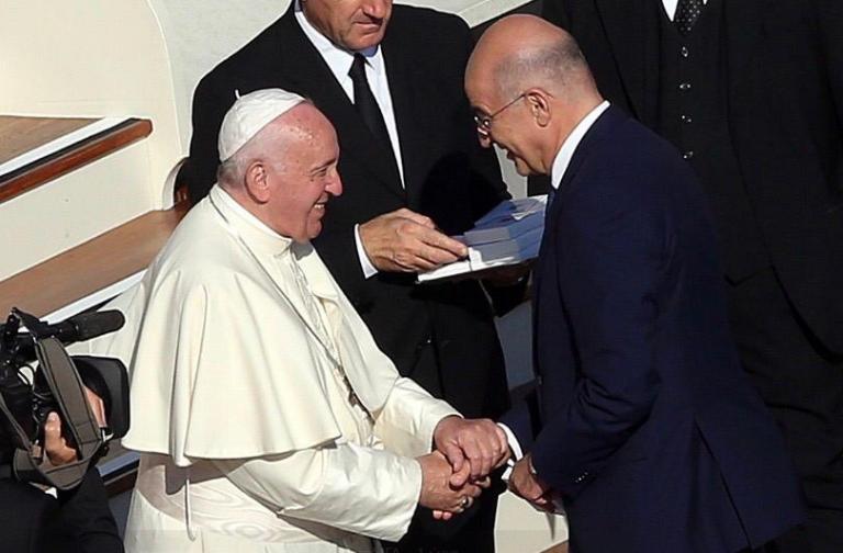 Συνάντηση Νίκου Δένδια με Πάπα Φραγκίσκο | tanea.gr