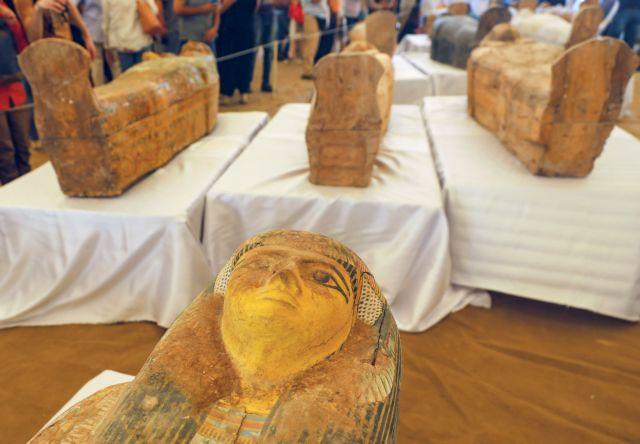 Εντυπωσιακή ανακάλυψη στην Αίγυπτο : Βρέθηκαν θαμμένες 30 σαρκοφάγοι | tanea.gr