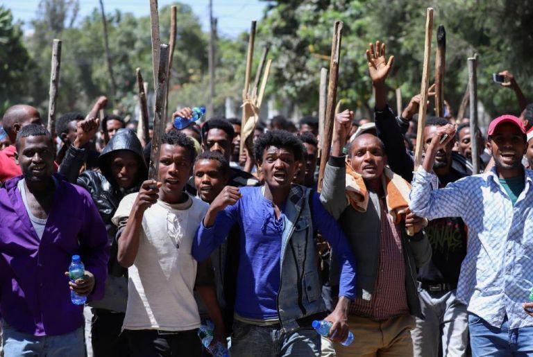 Αιθιοπία : Βίαιες αντικυβερνητικές διαδηλώσεις με δεκάδες νεκρούς   tanea.gr