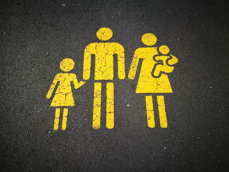 Γονική αρπαγή: Η ευρωπαϊκή πρακτική που παρακάμπτει το δικαστήριο | tanea.gr