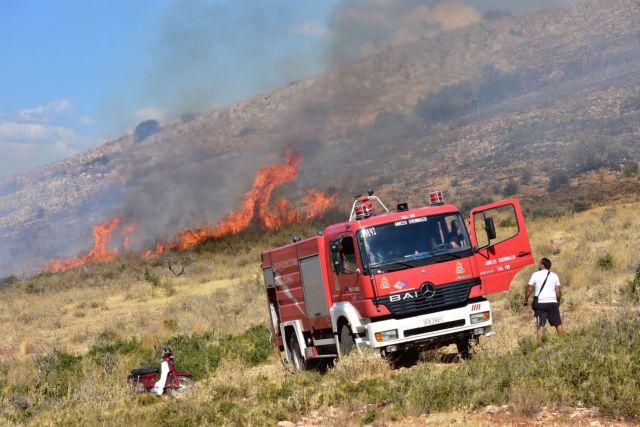 Σε εξέλιξη η πυρκαγιά στο Πέραμα   tanea.gr