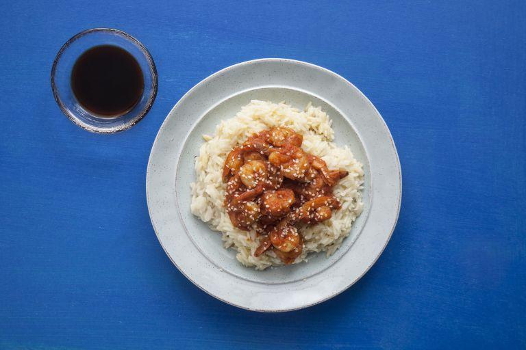 Γαρίδες στο τηγάνι με σουσάμι και σάλτσα σόγιας | tanea.gr
