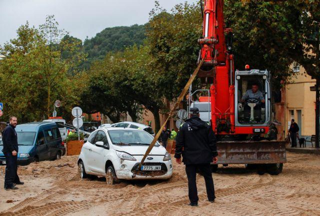 Καταλωνία : Ένας νεκρός και δύο αγνοούμενοι από σφοδρές βροχοπτώσεις | tanea.gr