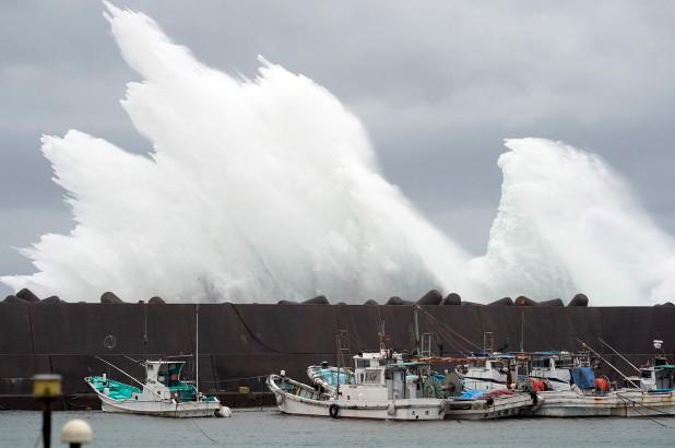 Ο τυφώνας Χαγκίμπις πλησιάζει το νησί Χόνσου απειλώντας με πλημμύρες   tanea.gr