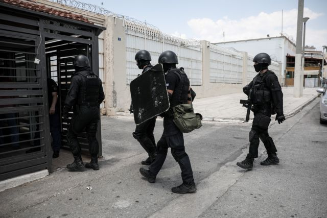 Νέα έρευνα στις φυλακές Κορυδαλλού : Βρέθηκαν μαχαίρια, ρόπαλα και κινητά   tanea.gr