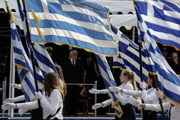 «Μάχη» ΣΥΡΙΖΑ – κυβέρνησης για τους σημαιοφόρους στα δημοτικά | tanea.gr