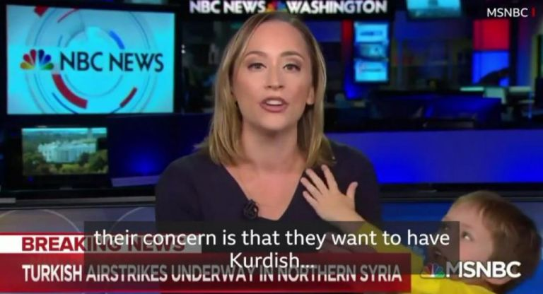 Απίθανο : Παρουσιάστρια μετέδιδε την εισβολή στη Συρία όταν εισέβαλε στο στούντιο... ο γιος της | tanea.gr