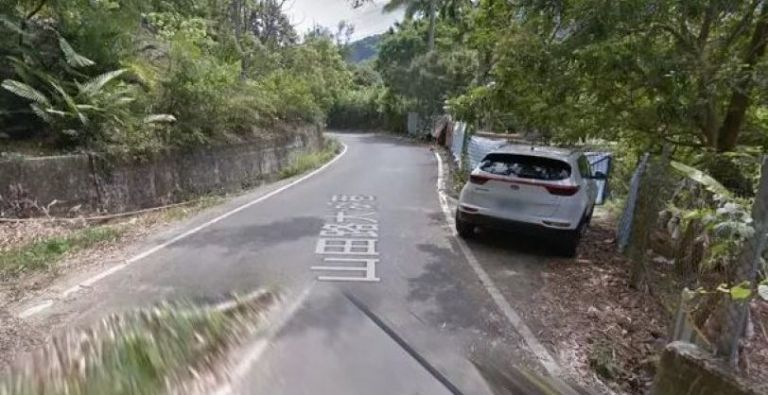 Το αυτοκίνητο του Google Maps τους τσάκωσε γυμνούς στο δάσος | tanea.gr