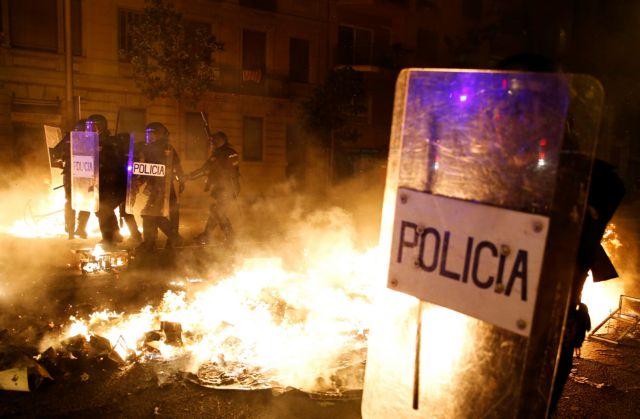 Βίαιες συγκρούσεις μετά την καταδίκη καταλανών πολιτικών | tanea.gr