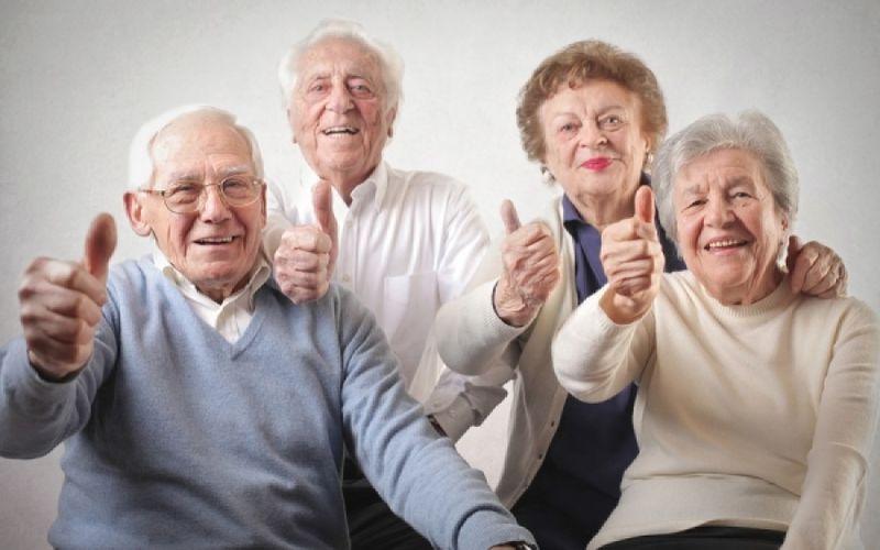 Αποτέλεσμα εικόνας για εμβολιάζονται ηλικιωμένοι