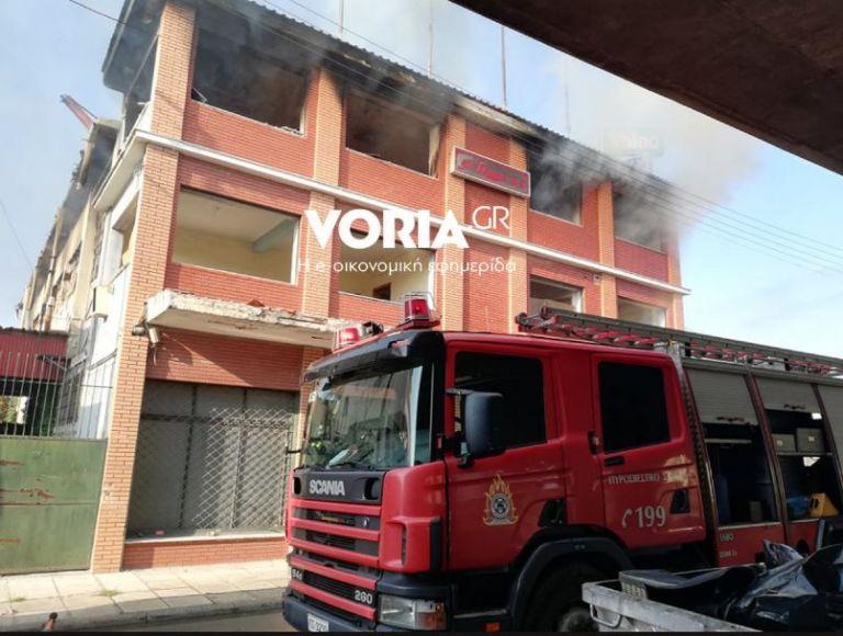 Μεγάλη φωτιά σε αποθήκη στη Θεσσαλονίκη | tanea.gr