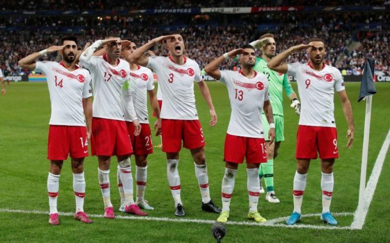 Ο στρατιωτικός χαιρετισμός των Τούρκων ποδοσφαιριστών | tanea.gr